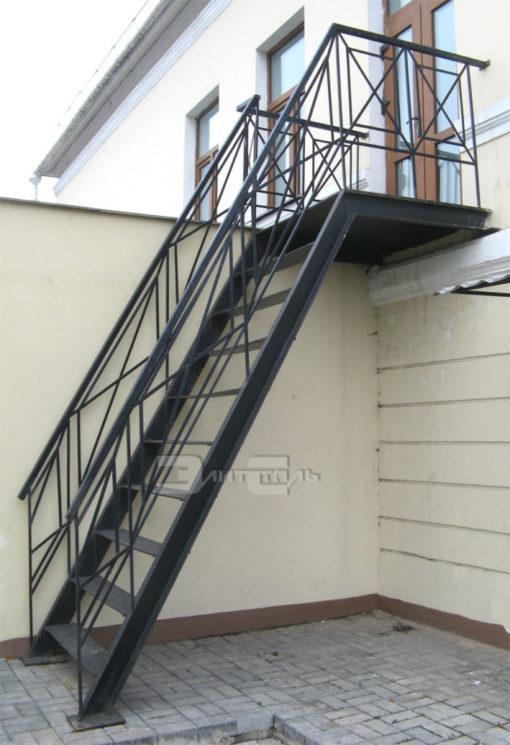 Металлическая лестница 700